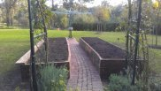 curved ironbark veggie beds along path to clothes line by Yummy Gardens Melbourne