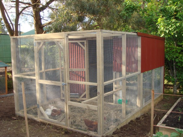 2 tier chookhouse by Yummy Gardens