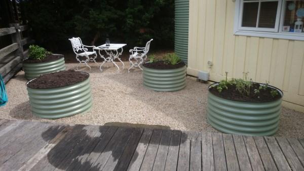 Earth ring courtyard veggie garden by Yummy Gardens Melbourne