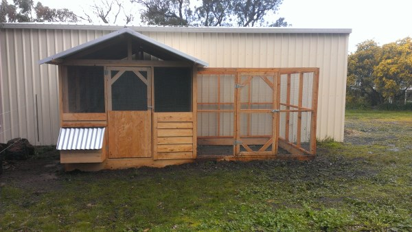 Chicken house and run in reclaimed cypress timber by Yummy Gardens Melbourne