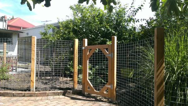 Gate & garden fence by Yummy Gardens Melbourne