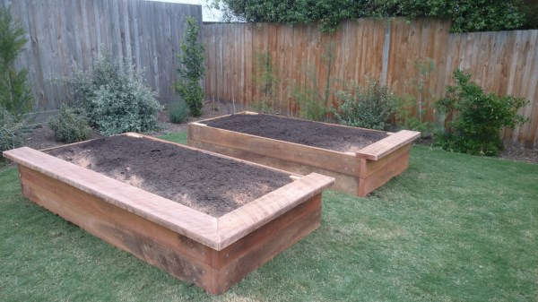 Raised veggie beds with irregular seating by Yummy Gardens Melbourne
