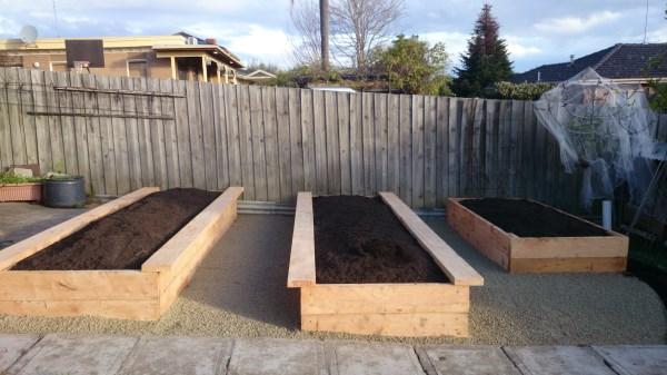 Back yard veggie garden by Yummy Gardens Melbourne